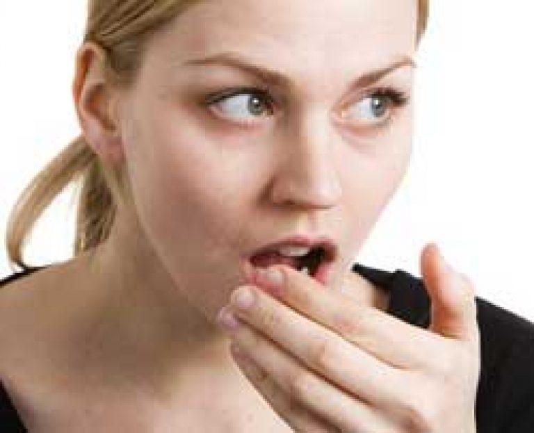 az aceton szaga a szájból akkor jelentkezik